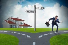 Η επιχειρησιακή έννοια ισορροπίας ζωής ή σπιτιών εργασίας Στοκ φωτογραφία με δικαίωμα ελεύθερης χρήσης