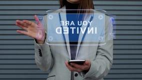 Η επιχειρησιακή γυναίκα αλληλεπιδρά ολόγραμμα HUD που προσκαλείστε απόθεμα βίντεο