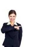 Η επιχειρησιακή γυναίκα εμφανίζει την κατεύθυνση στο δικαίωμα. Στοκ Εικόνες