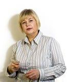 Η επιχειρησιακή γυναίκα λέει για τα σχέδια Στοκ Φωτογραφία