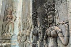 Η λεπτομέρεια του Stone χάρασε την ανακούφιση στο διάσημο Angkor Wat σε Camb Στοκ Φωτογραφίες