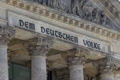 η λεπτομέρεια DEM του Βερολίνου η Γερμανία reichstag volke στοκ εικόνες με δικαίωμα ελεύθερης χρήσης