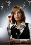 η εργασία γυναικών lap-top της Στοκ εικόνες με δικαίωμα ελεύθερης χρήσης