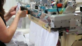 Η εργασία ενός υφαντικού εργοστασίου απόθεμα βίντεο