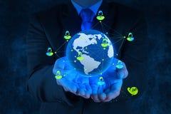 Η εργασία επιχειρηματιών με το νέο σύγχρονο υπολογιστή παρουσιάζει  Στοκ Εικόνα