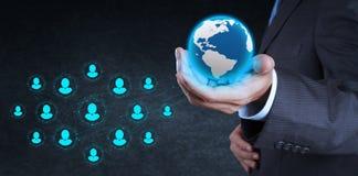 Η εργασία επιχειρηματιών με το νέο σύγχρονο υπολογιστή παρουσιάζει κοινωνικό δίκτυο Στοκ Εικόνες