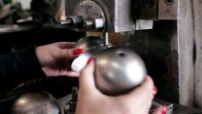 Η εργασία κάνει τη λεπτομέρεια χάλυβα στη μηχανή φιλμ μικρού μήκους