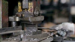 Η εργασία κάνει τη λεπτομέρεια χάλυβα στη μηχανή απόθεμα βίντεο