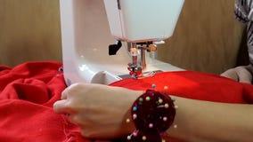 Η εργασία της ράβοντας μηχανής απόθεμα βίντεο