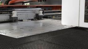 Η εργασία CNC punching της μηχανής απόθεμα βίντεο