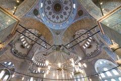 Η εσωτερική άποψη και το μπλε ανώτατο όριο του μουσουλμανικού τεμένους του Ahmed σουλτάνων κάλεσαν επίσης το μπλε μουσουλμανικό τ στοκ φωτογραφία με δικαίωμα ελεύθερης χρήσης
