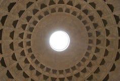 Η εσωτερική αψίδα του ρωμαϊκού Pantheon Στοκ Φωτογραφία