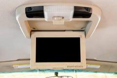Η εσωτερική λεπτομέρεια του σύγχρονου ταμπλό αυτοκινήτων πολυτέλειας με τη μεγάλη επίδειξη και το ελαφρύ κουμπί μεταστρέφουν Στοκ εικόνες με δικαίωμα ελεύθερης χρήσης