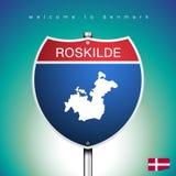 Η ετικέτα πόλεων και ο χάρτης της Δανίας σε Αμερικανό υπογράφουν το ύφος Στοκ εικόνα με δικαίωμα ελεύθερης χρήσης
