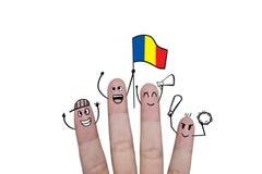 Η ευθυμία έννοιας δάχτυλων επάνω στο ποδόσφαιρο ομάδων με κρατά ψηλά τη σημαία Ρουμανία Στοκ Φωτογραφίες