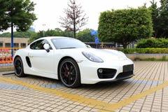Η λευκιά Porsche στο χώρο στάθμευσης, πόλη guangzhou, Κίνα στοκ εικόνες με δικαίωμα ελεύθερης χρήσης