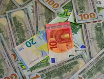 Η ευρο- ΕΥΡ και αμερικανικά δολάρια νομίσματος Δολ ΗΠΑ στοκ φωτογραφία με δικαίωμα ελεύθερης χρήσης