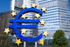 Η Ευρωπαϊκή Κεντρική Τράπεζα στη Φρανκφούρτη - ευρο- σημάδι Στοκ φωτογραφία με δικαίωμα ελεύθερης χρήσης