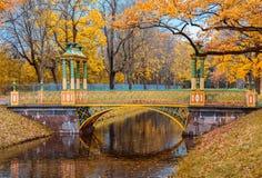 Η δευτερεύουσα κινεζική γέφυρα στο πάρκο του Αλεξάνδρου Στοκ Εικόνες