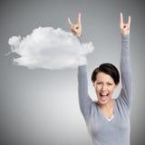 Η ευτυχής όμορφη γυναίκα βάζει τα χέρια της επάνω στοκ φωτογραφίες με δικαίωμα ελεύθερης χρήσης