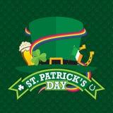 Η ευχετήρια κάρτα ημέρας του ST Πάτρικ ` s με ένα πράσινο καπέλο εξωράϊσε με ένα τριφύλλι, μια ιρλανδική σημαία, ένα πέταλο, ένα  Στοκ φωτογραφίες με δικαίωμα ελεύθερης χρήσης