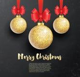 Η ευχετήρια κάρτα Χριστουγέννων με χρυσό ακτινοβολεί σφαίρα Χριστουγέννων και Ρ ελεύθερη απεικόνιση δικαιώματος