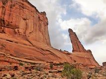 Η λεωφόρος πάρκων σχηματίζει αψίδα το εθνικό πάρκο Moab Γιούτα στοκ εικόνες