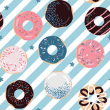 Η εύγευστη κρητιδογραφία χρωματίζει donuts το σχέδιο Στοκ Φωτογραφία