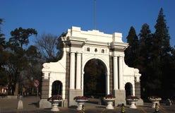 Η δεύτερη πύλη του πανεπιστημιακού Tsinghua πανεπιστημιακού πάρκου Tsinghua Στοκ φωτογραφία με δικαίωμα ελεύθερης χρήσης