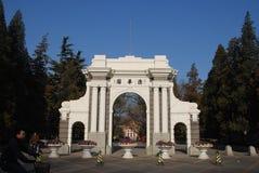 Η δεύτερη πύλη του πανεπιστημιακού Tsinghua πανεπιστημιακού πάρκου Tsinghua Στοκ εικόνες με δικαίωμα ελεύθερης χρήσης