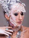 Η ελκυστική γυναίκα με καλλιτεχνικό δημιουργικό αποτελεί Στοκ εικόνες με δικαίωμα ελεύθερης χρήσης