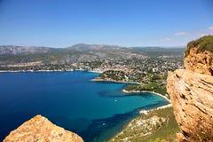 Η ζαλίζοντας άποψη Cassis από την ΚΑΠ Ferrat στο γαλλικό Riviera Στοκ Εικόνες