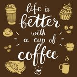 Η ζωή είναι καλύτερη με ένα φλιτζάνι του καφέ Διανυσματική απεικόνιση με τη hand-drawn εγγραφή Γραφικά στοιχεία σχεδίου καλλιγραφ διανυσματική απεικόνιση