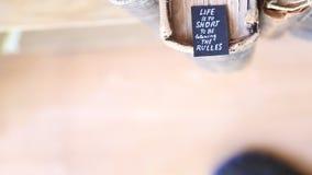 Η ζωή είναι πάρα πολύ σύντομη τους κανόνες απόθεμα βίντεο