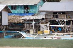Η ζωή των κατοίκων του φιλιππινέζικου ψαροχώρι Στοκ εικόνα με δικαίωμα ελεύθερης χρήσης