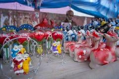 Η ζωηρόχρωμη αγγειοπλαστική πωλείται στο τριών ημερών μακρύ Baishakhi στοκ εικόνες