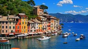 Η ζωηρόχρωμη ακτή σε Portofino, Ιταλία στοκ φωτογραφία με δικαίωμα ελεύθερης χρήσης