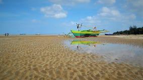 Η ζωηρόχρωμη βάρκα στοκ εικόνες