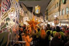 Η ζωηρόχρωμη πομπή φαναριών στη Νυρεμβέργη, στο δρόμο του στο κάστρο Στοκ Εικόνα