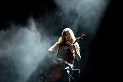 Η ζώνη μετάλλων βιολοντσέλων Apocalyptica αποδίδει στη συναυλία Download στο φεστιβάλ μουσικής βαρύ μετάλλου Στοκ φωτογραφίες με δικαίωμα ελεύθερης χρήσης