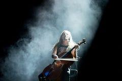 Η ζώνη μετάλλων βιολοντσέλων Apocalyptica αποδίδει στη συναυλία Download στο φεστιβάλ μουσικής βαρύ μετάλλου στοκ εικόνα με δικαίωμα ελεύθερης χρήσης