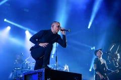 Η ζώνη μουσικής Linkin Park αποδίδει στη συναυλία Download στο φεστιβάλ μουσικής βαρύ μετάλλου στοκ εικόνα με δικαίωμα ελεύθερης χρήσης
