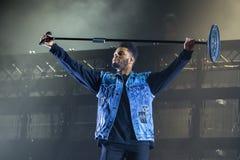 Η ζώνη ρυθμού Weeknd και μουσικής μπλε αποδίδει στη συναυλία FIB στο φεστιβάλ στοκ εικόνα