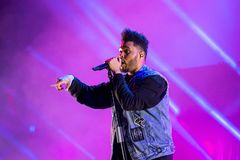 Η ζώνη ρυθμού Weeknd και μουσικής μπλε αποδίδει στη συναυλία FIB στο φεστιβάλ στοκ εικόνες με δικαίωμα ελεύθερης χρήσης