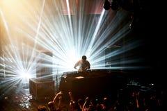 Η ζώνη χιονοστιβάδων εκτελεί μια καθορισμένη συναυλία του DJ στον ήχο το 2016 Primavera Στοκ Φωτογραφίες