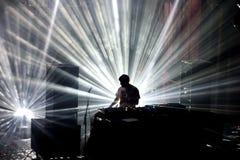 Η ζώνη χιονοστιβάδων εκτελεί μια καθορισμένη συναυλία του DJ στον ήχο το 2016 Primavera Στοκ Εικόνες