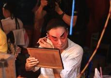 Η ηθοποιός προετοιμάζεται για την κινεζική όπερα Στοκ Φωτογραφίες