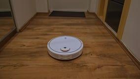 Η ηλεκτρική σκούπα ρομπότ καθαρίζει το διάδρομο απόθεμα βίντεο