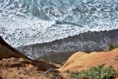 Η ηλιόλουστη παραλία αγνοεί στοκ φωτογραφίες