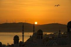 Η ημέρα πόλεων της Ιστανμπούλ ξημερώνει Στοκ φωτογραφία με δικαίωμα ελεύθερης χρήσης